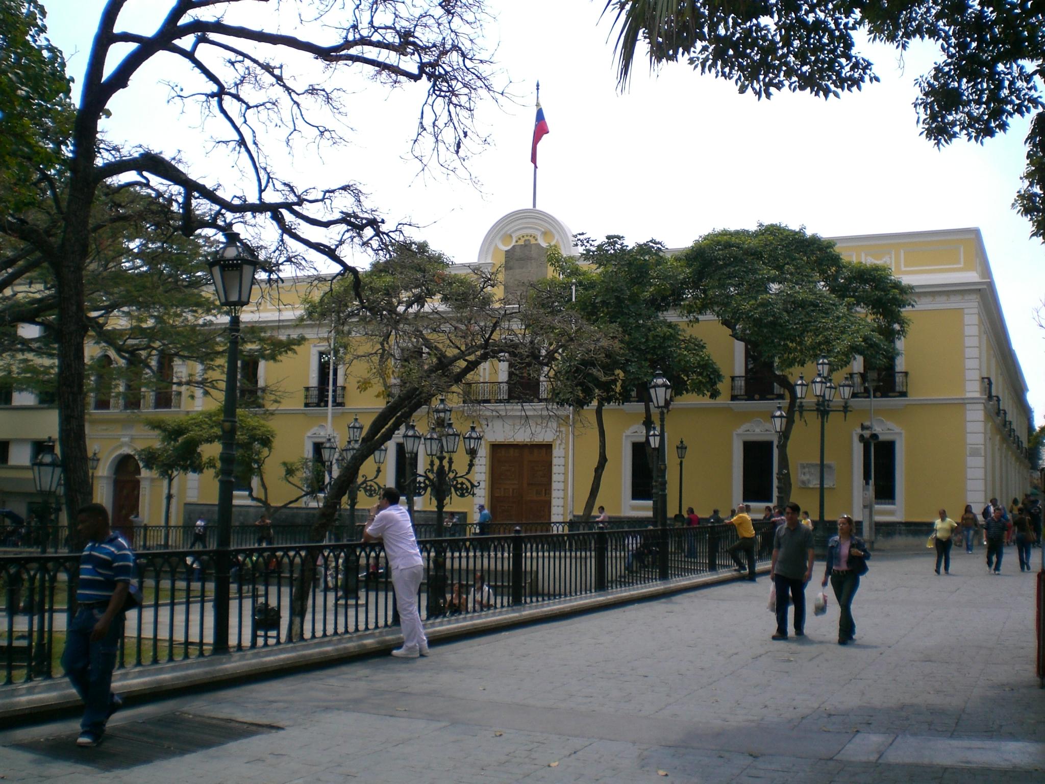 Caracas la metropol s que nunca duerme relatos for Casa amarilla la serena
